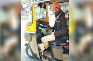 Auto Driver Refuses To Leave Pet Dog When at Work, Wins Hearts