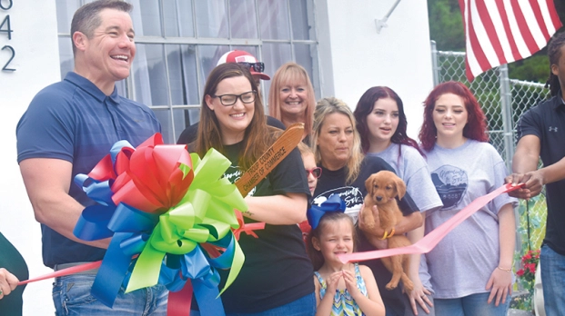 New dog grooming held ribbon-cutting ceremony